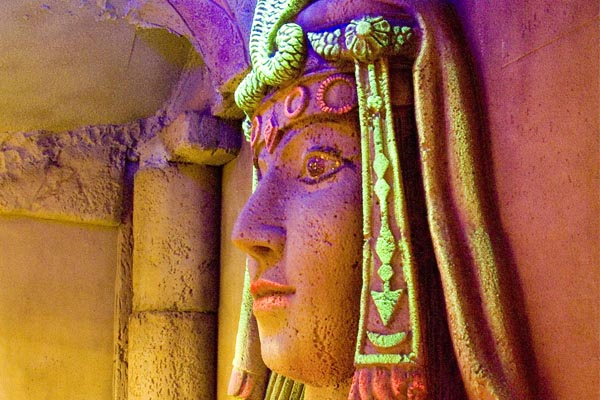 egyptian-course-sculpture-glow-in-the-dark